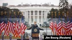 Тръмп говори пред привържениците си, събрали се пред Белия дом