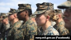"""Trupat amerikane që po marrin pjesë në ushtrimet ushtarake shumëkombëshe """"Sea Breeze"""" në Detin e Zi."""