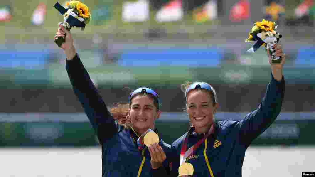 Imaginea victoriei: prima medalie de aur pentru România la Jocurile Olimpice de la Tokyo a fost obținută de Ancuța Bodnar și Simona Radiș.