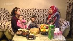 Sisters Split Over Islamic Dress