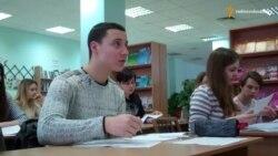 Вчителі Дніпропетровська безкоштовно готують дітей-переселенців до ЗНО