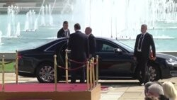 Macron viziton Serbinë
