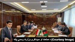 د افغانستان د صنعت او سوداګرۍ وزیر له تاجک چارواکو سره