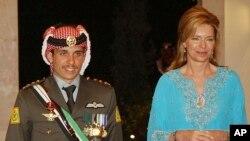Урдун принц Хьамза (аьрру агIорхьара) шен ненаца паччахьан хIусамненаца Нурца