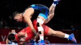 Акжол Махмудов армениялык атаандашы Карапет Чальян жарым финалда 6:2 эсебинде жеңип, алтын байге үчүн күрөшүүгө мүмкүнчүлүк алды.