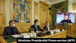 Президенти Украина ҳангоми кор бо истифода аз видеоконфронс. 12 ноябри соли 2020