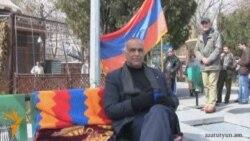 Րաֆֆի Հովհաննիսյանին այցելում են քաղաքացիներ
