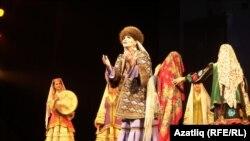Татарстан дәүләт җыр һәм бию ансамбле себер татарларының туй йоласын күрсәткән иде (2020 ел)
