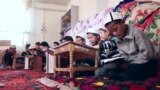 Тысячи детей в Кыргызстане не ходят в школы. Как это объясняют родители