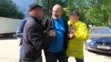 Оперативники ФСБ задерживают Алексея Семеняку, Москва, 3 июня