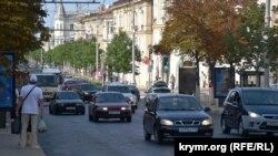 Водители жалуются, что дорога на улице Большая Морская «как стиральная доска»