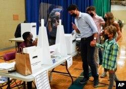 Kryeministri kanadez, Justin Trudeau së bashku me fëmijët e tij, votoi në Montreal më 20 shtator.