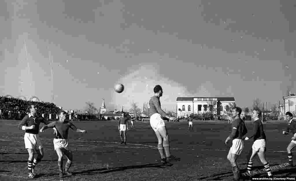 Кыргыз ССРнин футбол боюнча курама командасы Финляндиянын курама командасы менен 1957-жылы беттешкен.