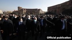 اشتراک صدراعظم ارمنستان در راهپیمایی عزاداری برای قربانیان جنگ در ناگرونو قرهباغ