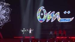 Репетиція пісні «Occidentali's Karma» Франческо Габбані напередодні відкриття Євробачення (відео)