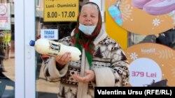 Vânzătoare de lactate de țară