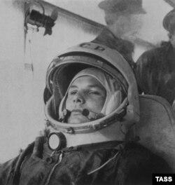 12 апреля 1961 г. Юрий Гагарин в автобусе по пути на стартовую площадку.