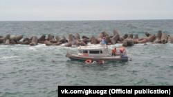 Эвакуация пострадавших с затонувшего судна в Севастополе, 19 августа 2021 года