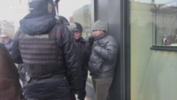 Police Detain Hundreds On Moscow's Manezh Square