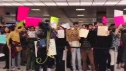 Slavlje na aerodromu zbog suspenzije Trampove odluke