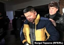 Мурагер Алимулы после атаки на него пришел отвечать на вопросы полиции. Село Коянды, Акмолинская область, 22 января 2021 года