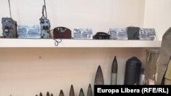Gloanțe și proiectile de diferite calibre și instalații de emisie recepție