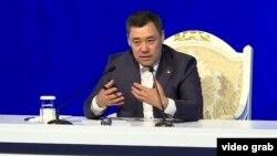 Президенттин милдетин аткарып жаткан премьер-министр Садыр Жапаровдун басма сөз жыйыны. 12-ноябрь, 2020-жыл.
