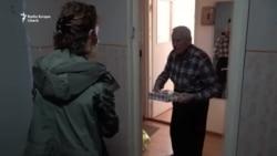 Cum reușesc brașovenii să-și țină în casă bătrânii în plin focar de coronavirus