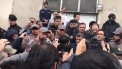 محمود احمدینژاد روز چهارشنبه روی پلههای مقابل دادگاه حمید بقایی