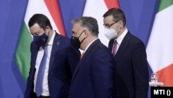 Mateusz Morawiecki, Viktor Orban și Matteo Salvini după conferința de presă de joi, de la Budapesta.