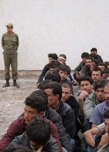 Iran - Afghan refugees being deported, unknown location, 02May2007