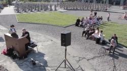 Пам'яті Василя Сліпака та інших воїнів. Органна музика звучала на Личаківському цвинтарі (відео)
