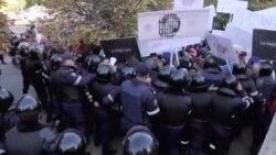 Demonstrații pro-și anti-Filat în fața judecătoriei Buiucani