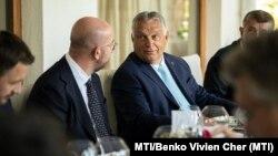 Orbán Viktor miniszterelnök (j) és Charles Michel, az Európai Tanács elnöke a Bledi Stratégiai Fórumon a szlovéniai Bledben, 2021. szeptember 1-jén