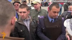 На кордоні з Придністров'ям побилися через прапор