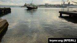 Плями нафтопродуктів у Графській пристані, Севастополь