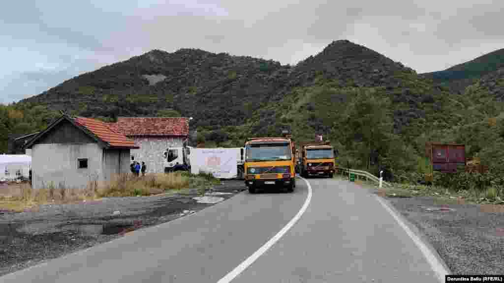 U opštinama na severu Kosova sa većinski srpskim stanovništvom do sada je bilo moguće voziti automobile registarskih tablica sa gradovima na Kosovu koje izdaje MUP Srbije, što je bilo u suprotnosti sa sporazumom iz Brisela.