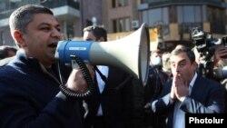 Armenia -- Former National Security Service Director Artur Vanetsian addresses opposition protesters in Yerevan, November 11, 2020.