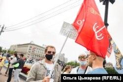 Павел с флагом Санкт-Петербурга