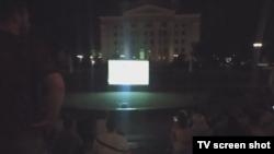 Екран із показом матчу Бельгія – Італія в амфітеатрі на бульварі Пушкіна в окупованому Донецьку