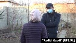 Мать 12-летнего мальчика рассказывает о случившемся корреспонденту Радио Озоди