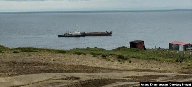 Rečni teretni brod OT-2069 usidren blizu Voroncova.