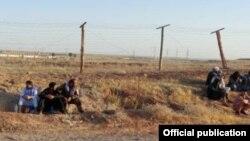 Афганские военнослужащие, отступившие на таджикскую территорию после сражения с талибами