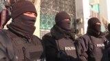 Полиция қоршаудағы белсенділерге бір кесе шәй ішуге, дәретханаға баруға мұрша бермеген