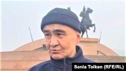 Активист Макс Бокаев на площади в Атырау после освобождения из тюрьмы. 4 февраля 2021 года.