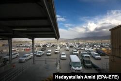 Автомобили, брошенные американскими военнослужащими на военной базе Баграм, которую американцы покинули 2 июля