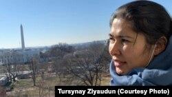 Турсынай Зияудун, бывшая узница «лагеря перевоспитания» в Синьцзяне, переехавшая в США. Фото из ее личного архива.