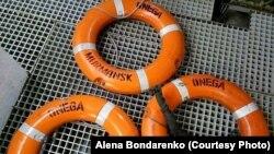 """Спасательные круги с судна """"Онега"""", обнаружили на месте, где затонул корабль"""