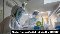 Реанимация инфекционного отделения Киевской городской клинической больницы №9, где находятся тяжелые больные COVID-19, июнь 2020 года