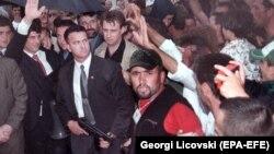 Косовону Боштондукка чыгаруу армиясынын саясий лидери Хашим Тачи. Македониядагы качкындар лагери. 16-июнь, 1999-жыл